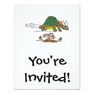 tortuga y el dibujo animado divertido de la fábula invitación 10,8 x 13,9 cm