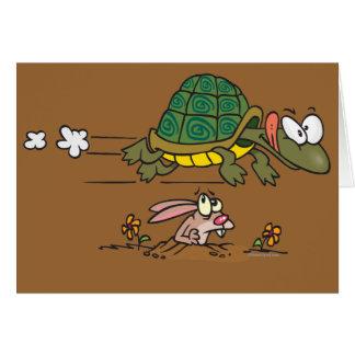tortuga y el dibujo animado divertido de la fábula tarjeta de felicitación