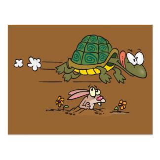 tortuga y el dibujo animado divertido de la fábula postal
