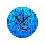 Tortugas azules Tiki de Honu del hibisco Reloj De Pared