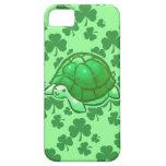Tortugas verdes afortunadas del trébol iPhone 5 carcasas