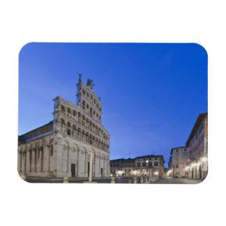 Toscana, Lucca, plaza San Micaela en el amanecer Imán
