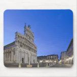 Toscana, Lucca, plaza San Micaela en el amanecer Alfombrilla De Ratón