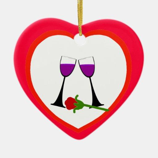 Tostada para amar el ornamento rojo del corazón adorno navideño de cerámica en forma de corazón