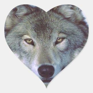 Tótem del animal del lobo pegatina en forma de corazón