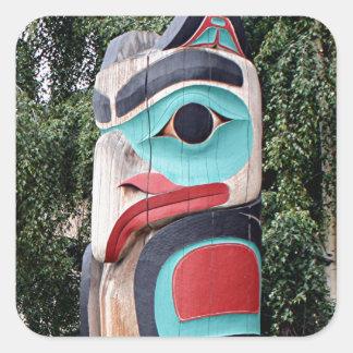 Tótem del nativo americano, Anchorage, Alaska Pegatina Cuadrada
