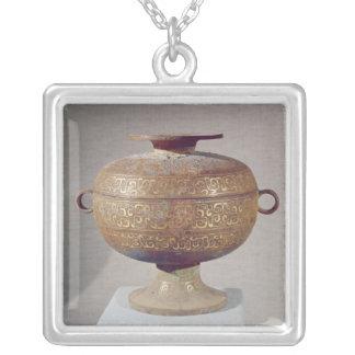 Tou' vessel with a serpentine decoration necklace
