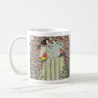 Toucan de encargo y loros en cenador subió valla taza de café
