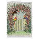 Toucan de encargo y loros en la cerca en cenador tarjeta de felicitación