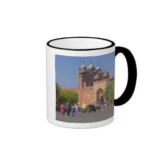 Tourists in front of Fatehpur Sikri, in the Ringer Mug