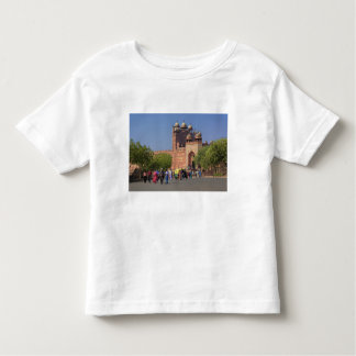 Tourists in front of Fatehpur Sikri, in the Toddler T-shirt