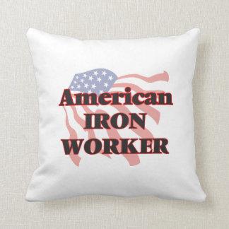 Trabajador americano del hierro cojín