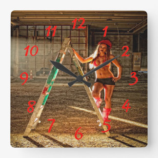Trabajador de construcción atractivo reloj cuadrado