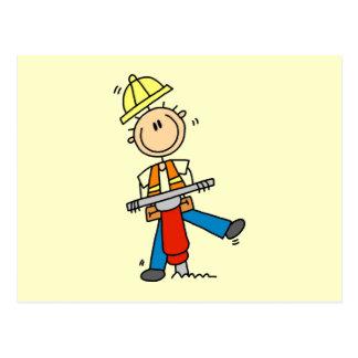 Trabajador de construcción construyo las camisetas postales