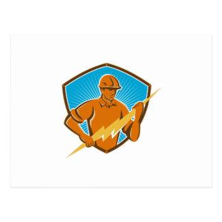 Trabajador de construcción del electricista retro tarjeta postal