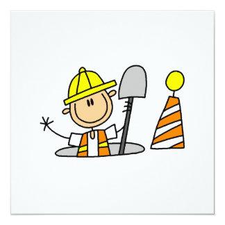 """Trabajador de construcción en camisetas y regalos invitación 5.25"""" x 5.25"""""""