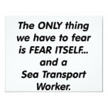 trabajador de transporte de mar del miedo comunicado
