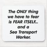trabajador de transporte de mar del miedo tapete de raton