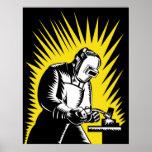 Trabajador del metal del soldador que suelda con posters