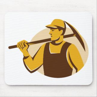 trabajador del minero con el hacha de la selección alfombrillas de ratones