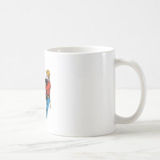 Trabajador eléctrico del electricista del instalad taza de café