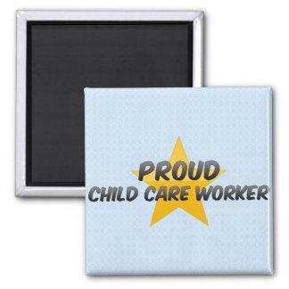 Trabajador orgulloso del cuidado de niños imán cuadrado