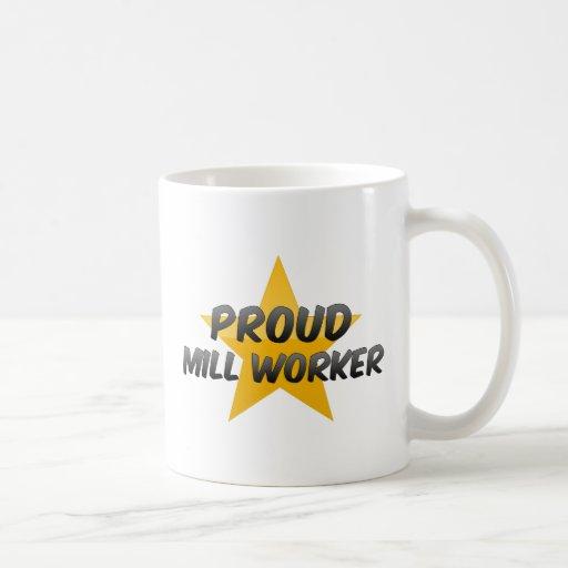 Trabajador orgulloso del molino taza básica blanca