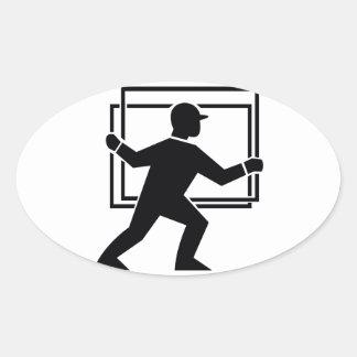 Trabajador que dirige entregando la placa de calcomanías ovales personalizadas