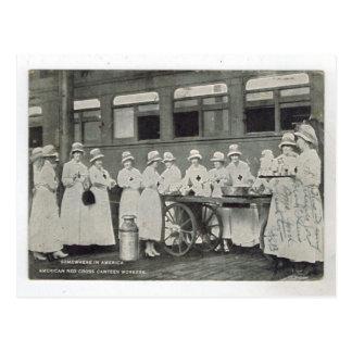 Trabajadores de la cantina de la Cruz Roja del vin Tarjetas Postales