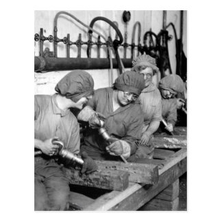 Trabajadores de mujeres en imagen shops_War de la Tarjeta Postal