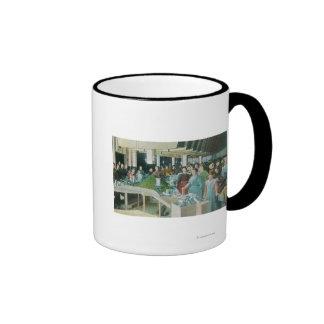 Trabajadores que embalan las pasas sembradas en la tazas de café
