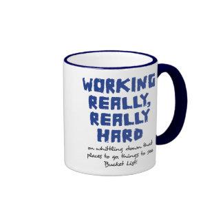 Trabajando realmente, taza realmente dura del camp