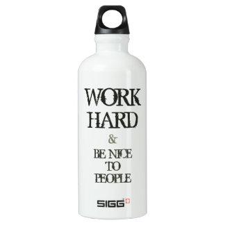 Trabaje difícilmente y sea agradable a la cita de