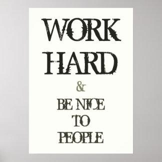 Trabaje difícilmente y sea agradable a la cita de  póster