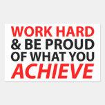 Trabaje difícilmente y sea orgulloso qué usted rectangular pegatina