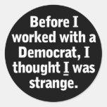 Trabajo con un Demócrata Pegatina Redonda