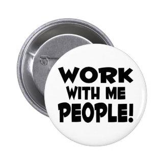 Trabajo conmigo gente pin redondo de 2 pulgadas