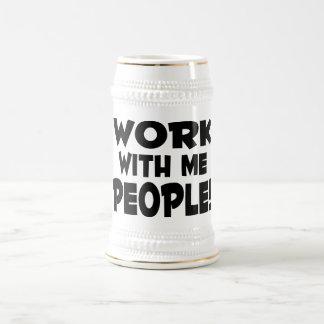 Trabajo conmigo trabajo del equipo de la gente jarra de cerveza