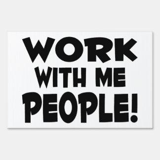 Trabajo conmigo trabajo del equipo de la gente letrero