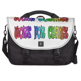 Trabajo de los asistentes sociales para el cambio bolsas de portátil