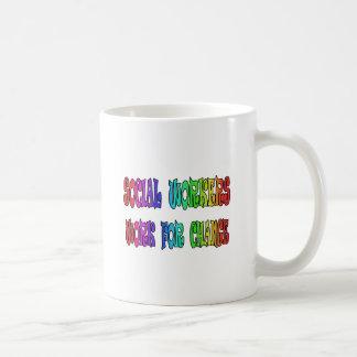 Trabajo de los asistentes sociales para el cambio taza de café