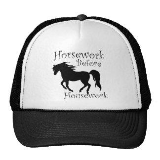 Trabajo del caballo antes del trabajo de la casa gorra