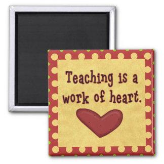 Trabajo del imán del profesor del corazón