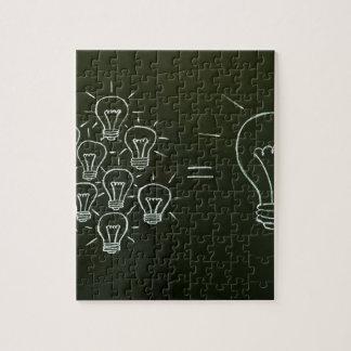 Trabajo en equipo concept.jpg de las bombillas puzzle con fotos
