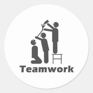 Trabajo en equipo - mercancía de motivación pegatina redonda