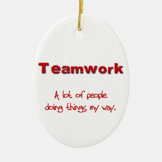 ¡Trabajo en equipo! ¡Todos que hacen cosas MI Adorno Navideño Ovalado De Cerámica