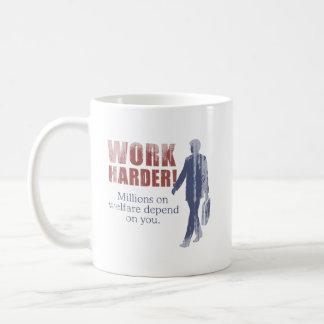 Trabajo más difícilmente. Millones en bienestar de Taza