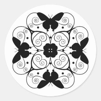 trabajo negro elegante de la voluta de la mariposa pegatinas redondas