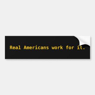 Trabajo real de los americanos para él etiqueta de parachoque