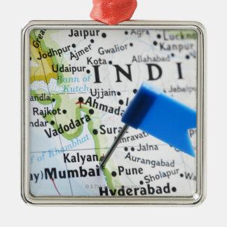 Trace el perno colocado en Bombay, la India en el Adorno Navideño Cuadrado De Metal